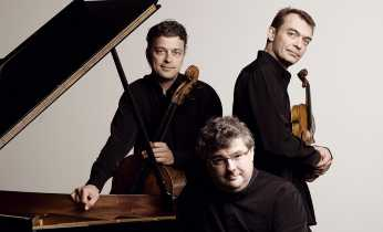The French trio consist of Raphaël Pidoux (cello), Vincent Coq (klaver) og Jean-Marc Phillips-Varjabédian (violin).