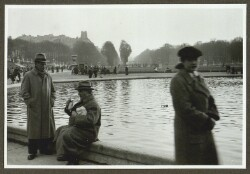 Paris - 1937. I Luxembourg Haven ved Fontainerne